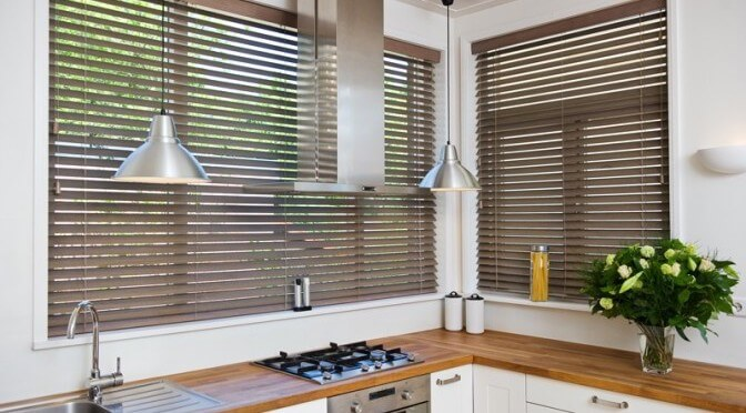 Kitchen-Blinds-fitting