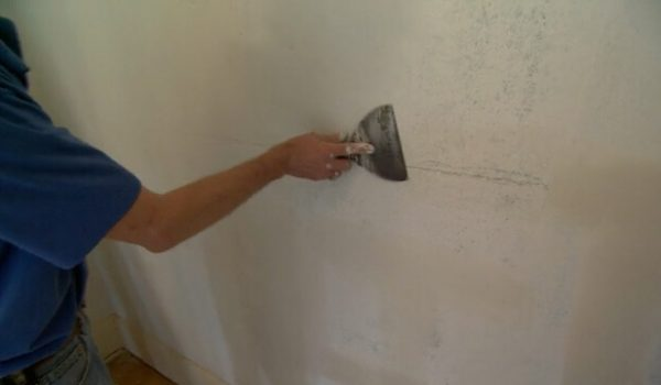 repair-cracks-plaster